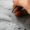 Nahaufnahme einer zeichnenden Hand