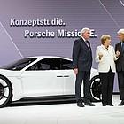 Angela Merkel eröffnet die IAA 2015